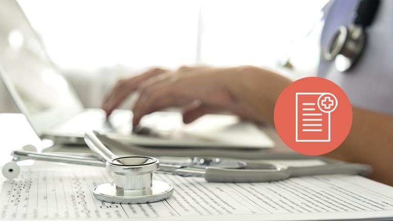 definição de objetivos no Plano Individual / profissional de saúde a trabalhar no computador